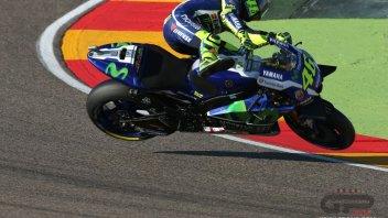 Le foto della caduta di Valentino Rossi ad Aragon