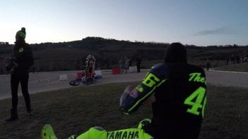 Rossi si dispera per la caduta di Luca all'EnduRanch