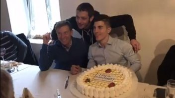VIDEO. The first birthday of Vinales... withRossi
