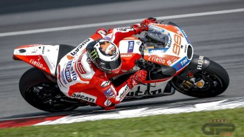Sepang Tests: the track does not dry off, only Lorenzo goes out