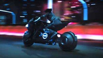 """News Prodotto: Scarlett Johansson e la Honda NM4 Vultus: la """"coppia"""" del futuro"""