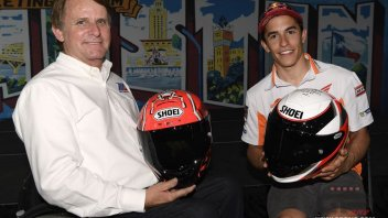 MotoGP: Wayne Rainey and Marc Marquez: exchange of helmets