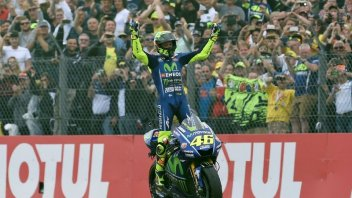 MotoGP: Rossi beats Bayliss and is the oldest rider to win