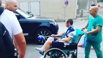 MotoGP: Rossi leaves the hospital... with a magic wand