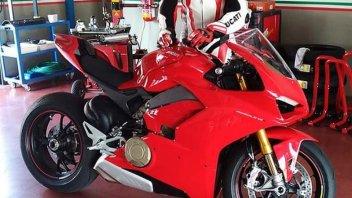 Moto - News: Ducati V4: prima foto in rosso, ma il web si divide