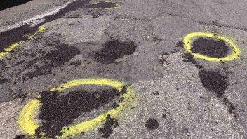 News Prodotto: Roma - segnalare le buche con lo spray? In cambio, una multa