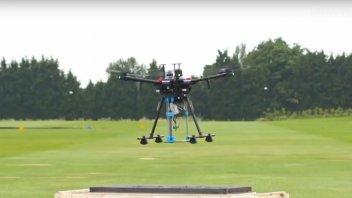 Moto - News: TECNOLOGIA - Il drone che ripara le strade con stampante 3D