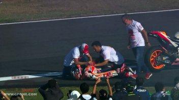 MotoGP: Fotosequenza: il momento in cui Marquez si è slogato la spalla