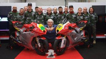 Moto2: La squadra MV Agusta Forward al completo nel box di Jerez