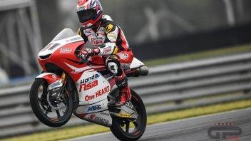 Moto3: FP1: un anfibio Atiratphuvapat mette in riga gli italiani