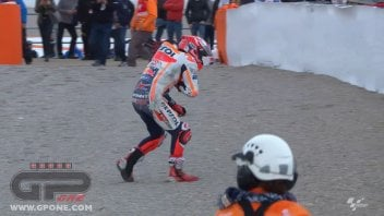 MotoGP: FOTO - La caduta di Marquez in qualifica a Valencia