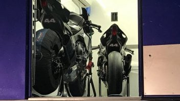 News: Lewis Hamilton si scatena a Jerez con la Yamaha