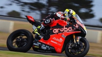 SBK: Bautista flies with the Panigale V4 at Phillip Island, Rea half a second behind