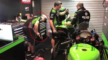 SBK: Johnny Rea 'cleaning man' after a crash