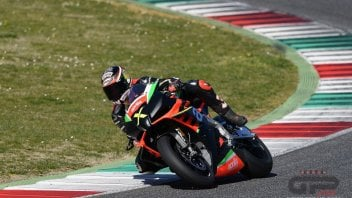 News Prodotto: Max Biaggi one of the first Aprilia RSV-4 'X' customers