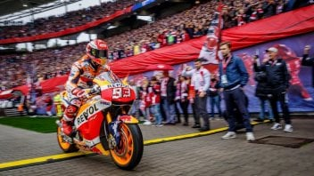 MotoGP: Marc Marquez trasforma lo stadio del Lipsia in una pista