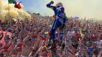 "MotoGP: Rins: ""I'm second in the World Championship with my 90's Unicorn Style"""