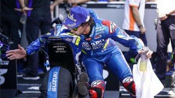 MotoGP: CLAMOROSO: un commissario ruba un pezzo della moto di Rins