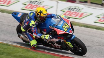 MotoAmerica: Elias tries to break away on the bumpy Laguna Seca track