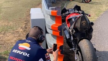 MotoGP: Spy against spy: Honda caught photographing the 'B side' of Ducati