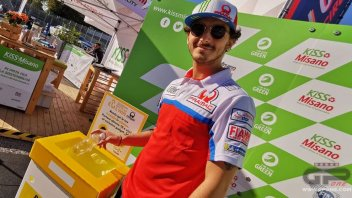 MotoGP: A Misano ricicli le bottiglie e ti vesti come un pilota Pramac