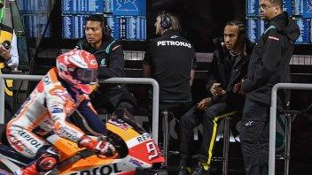 """MotoGP: Hamilton accetta la sfida di Marquez: """"la mia Mercedes gli piacerebbe"""""""