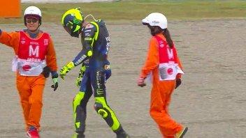 """MotoGP: Rossi: """"Per una vittoria alla Marquez tornerei ai box a piedi"""""""