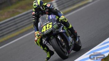 """MotoGP: Rossi 'perde' un dito: """"ora freno meglio"""""""