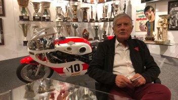 MotoGP: Giacomo Agostini apre la stanza dei suoi tesori a Bergamo