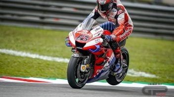 MotoGP: Bagnaia sul pianeta carbonio: l'arte di fermarsi senza rallentare