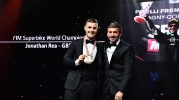 SBK: Max Biaggi pays homage to Jonathan Rea at the FIM award ceremony in Monte Carlo