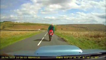 News Prodotto: Un frontale spaventoso: l'airbag ha salvato la vita di quest'uomo