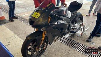 SBK: Jerez:  Rea spies on Alvaro Bautista's Honda