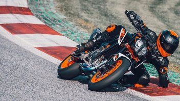 "Moto - News: KTM 890 Duke R, ""The Super Scalpel"", la video presentazione"