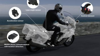 Moto - News: BMW Motorrad: con l'Intelligent Emergency Call ti salva la vita
