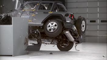 Auto - News: Jeep Wrangler: il video mentre si ribalta in un crash test