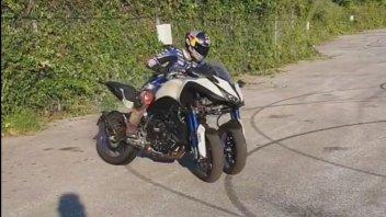Moto - News: Razgatlıoğlu strapazza una Yamaha Niken