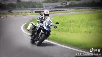 Moto - News: QJ Motor: a breve arriverà la Benelli TRK 800, ancora in sviluppo