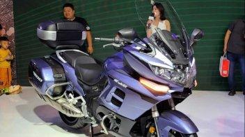 Moto - News: Benelli 1200 GT: svelata in Cina la maxi pesarese, tre cilindri e 134 cavalli