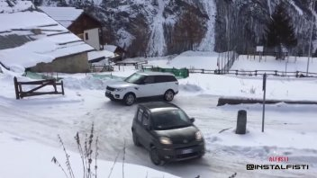 Auto - Video: Italia è davvero la Land of Panda: una Range Rover si ferma, lei no!