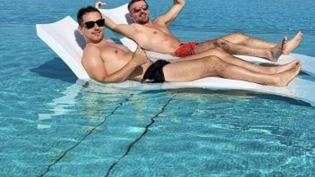 MotoGP: Friends on vacation: Jorge Lorenzo and Max Biaggi: let's live life to the fullest