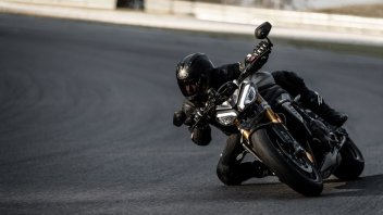 Moto - News: Triumph Speed Triple 1200 RS my2021: arriva la hypernaked inglese - caratteristiche
