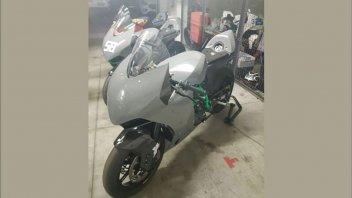 Moto - News: KTM torna in pista: ecco il prototipo della nuova sportiva 890