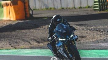 Moto - News: La nuova Aprilia RSV4 a Vallelunga: scatti rubati per la sportiva di Noale
