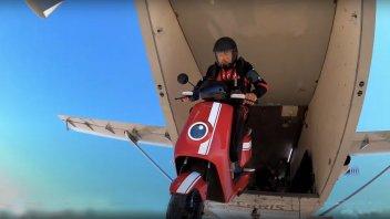 Moto - News: Niu MQi GT: la pubblicità? E' un volo dall'aereo...