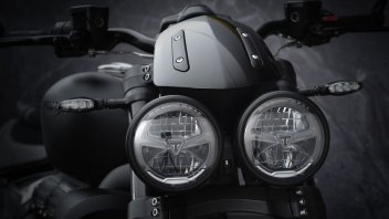 Moto - News: Triumph Rocket 3 R Black e GT Triple Black Limited Edition my2021: estremo esclusivo