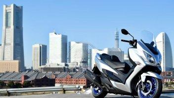 Moto - Scooter: Suzuki Burgman 400 MY22: lo scooter giapponese, insieme al progetto ARThletes