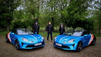 Auto - News: Alpine A110 Trackside: l'auto di Alonso ed Ocon dei GP Europei di F1