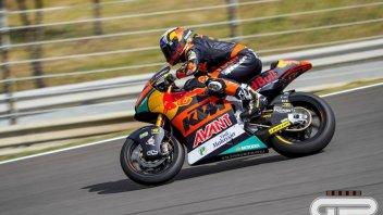 Moto2: Lowes cade, Fernandez ne approfitta e vince. Gardner in testa al mondiale