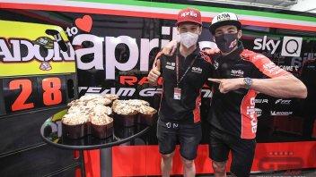 MotoGP: Lorenzo Savadori festeggia i suoi 28 anni nel box Aprilia in Qatar